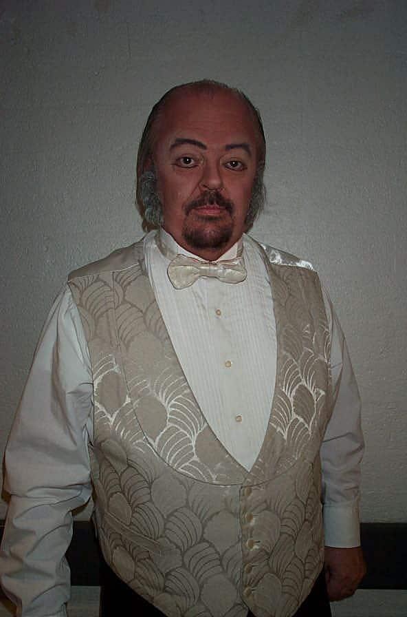 """Ready to party in """"La Traviata"""""""